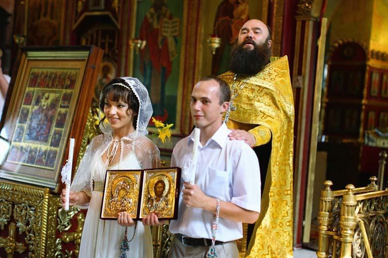 Дарят ли цветы на венчание в церкви